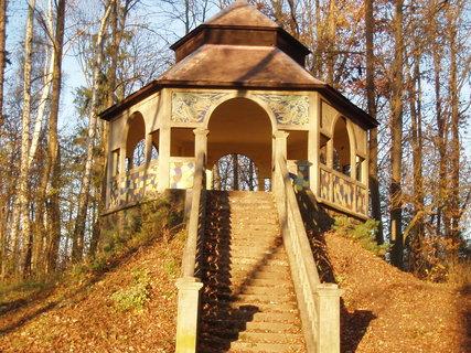 FOTKA - Altán v parku .