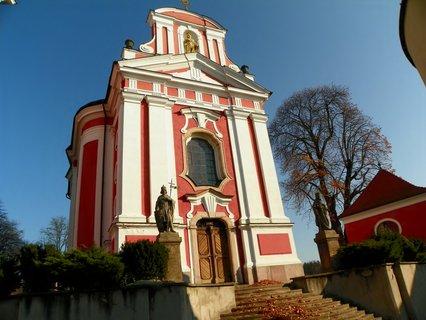 FOTKA - Kostel v podzimním hávu