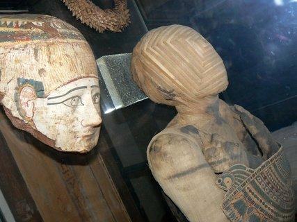 FOTKA - Mumie v Louvre