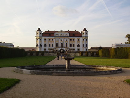 FOTKA - zámek Milotice  ......