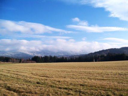 FOTKA - Pod kopcem podzim na kopci prádní zima