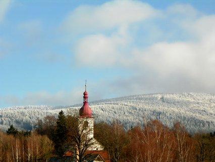 FOTKA - Kostelík se zasněženou tapetou