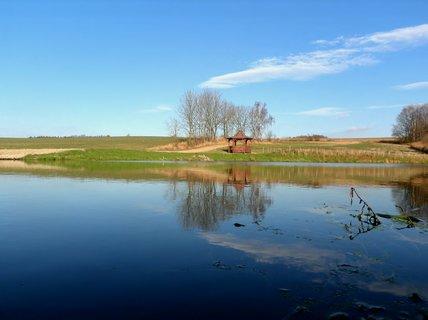 FOTKA - Vesnický rybníček s altánkem k posezení
