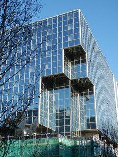FOTKA - jednoduché ale zajímavé - - moderní karlínská architektura
