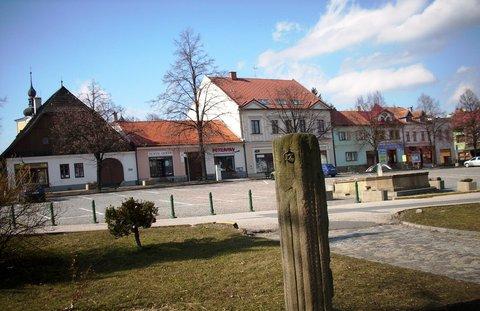 FOTKA - Valašské Kolobouky ..pranýř na náměstí