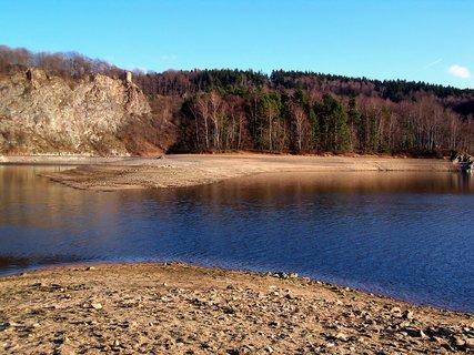 FOTKA - Seč je skoro bez vody, pár metrů a dalo by se dojít na ostrůvek