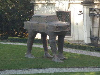 FOTKA - v zahradě Lobkovického paláce  - více info o tvorbě autora naleznete ve starším článku Touky Prahou - po stopách Davida Černého