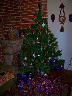 FOTKA - Štědrý večer 24.12.2011, stromek s dárky..
