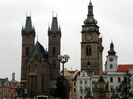 FOTKA - katedrálasv Ducha, Bílá věž , barokní kostel Nanebevzetí Panny Marie, radnice