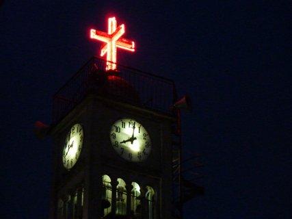 FOTKA - Noční věž kostela v Leptokarii