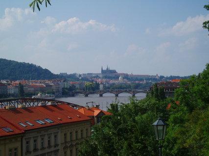FOTKA - pohled z Vyšehradu na Pražský hrad
