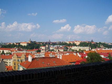FOTKA - pohled z Vyšehradu na Žižkovský vysílač