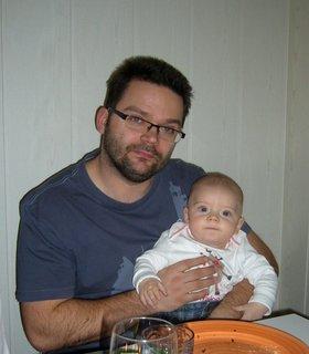 FOTKA - Péťa s tátou u stolu