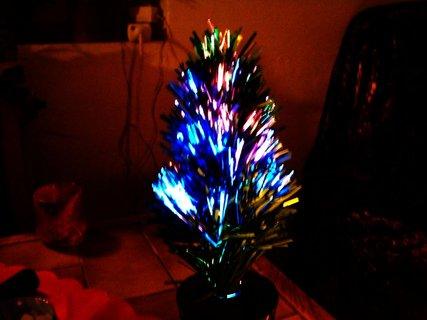 FOTKA - malý stromeček s vlákny měnící barvy..