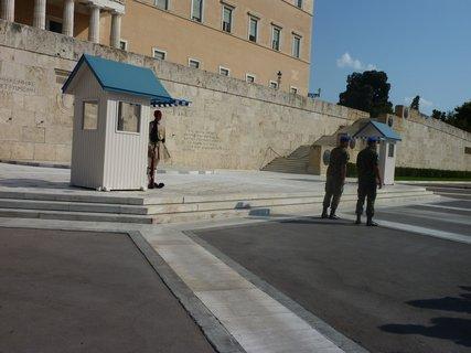 FOTKA - Výměna stráží před parlamentem I