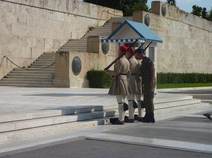 FOTKA - Výměna stráží před parlamentem II