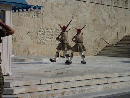 FOTKA - Výměna stráží před parlamentem V
