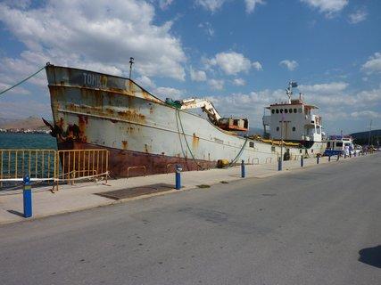 FOTKA - Nafplio - loď v přístavu...