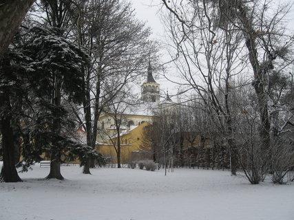 FOTKA - park s kostelem