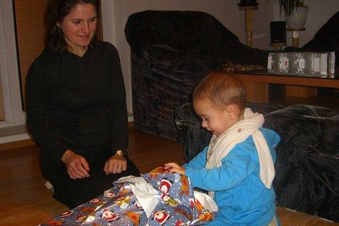 FOTKA - Maťko rozbaluje dárky 1