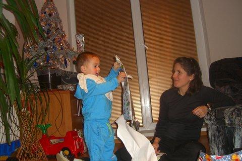 FOTKA - Maťko rozbaluje dárky 3