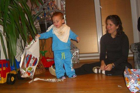 FOTKA - Maťko rozbaluje dárky 4