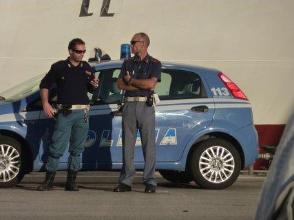 FOTKA - Italská policie v přístavu