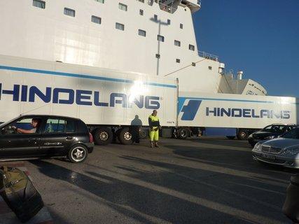 FOTKA - Vyjíždějící kamiony z lodi