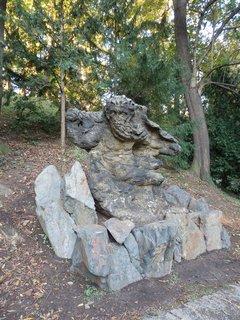 FOTKA - socha Krakonoše v Jelením příkopu Pražského hradu