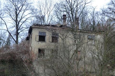 FOTKA - Starý dům odsouzený k zániku...