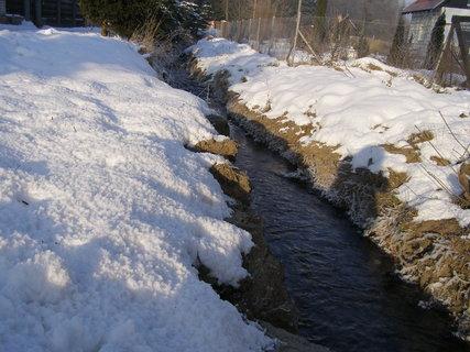 FOTKA - potok zamrzá...