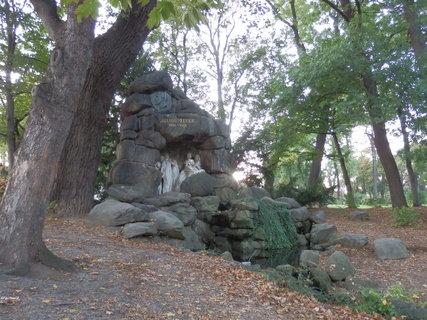 FOTKA - pomník Julia Zeyera v Chotkových sadech v Praze