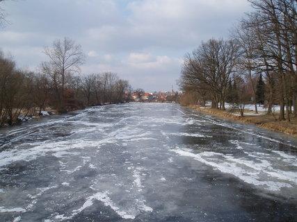 FOTKA - zamrzlá řeka ..