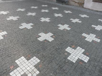 FOTKA - V dlažbě Staroměstského náměstí - vzpomínka na 27 popravených vůdců stavovského povstání