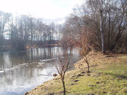 FOTKA - u řeky - únor 2012