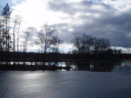 FOTKA - mraky nad řekou