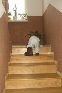 FOTKA - idem po schodoch ale topánka je ťažká