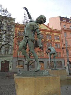 FOTKA - Čeští muzikanti - Senovážné nám.Praha - Autorkou je rakouská sochařka českého původu Anna Chromy