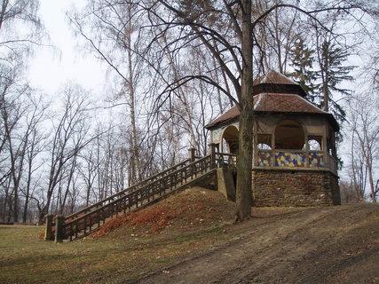 FOTKA - Altán v parku u rybníka  2
