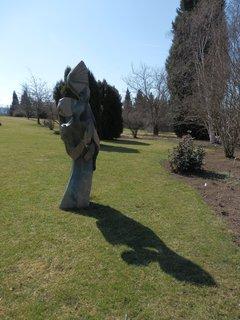 FOTKA - sochy a plastiky v  pražské botanické zahradě v Troji 1)
