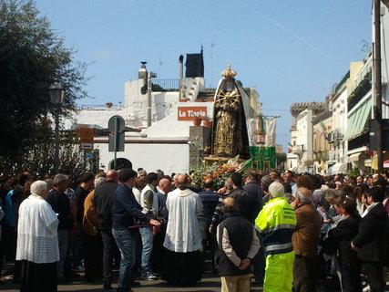 FOTKA - Dnesni procesi s vynesenou sochou Madony