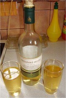 FOTKA - po dobré večeři jsem si dali s manželem vínečko bílé