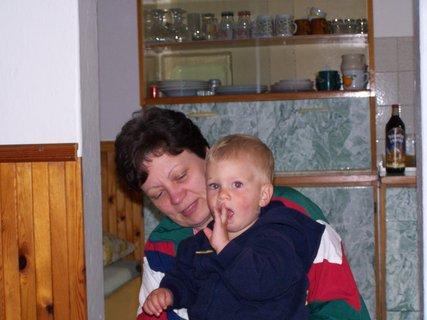 FOTKA - sestřenice s vnukem