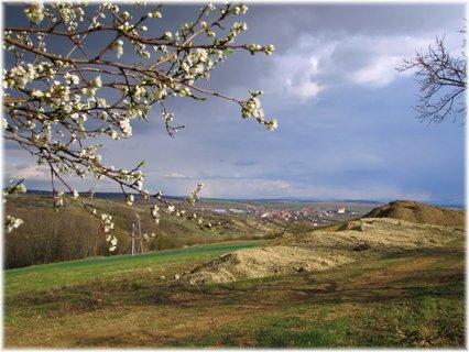 FOTKA - Jarní záběr s bouřkovými barvami