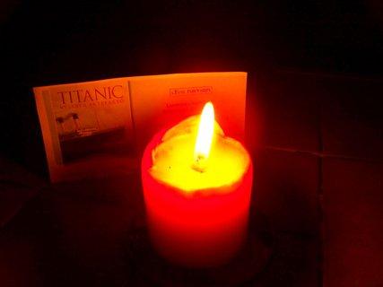FOTKA - Dnes je tomu 100 let, kdy osudnou noc 14.dubna 1912 narazil ve 23,40 Titanic na ledovec a ve 2,20 ráno se potopil s více než 1500 cestujícími. Tato památka je věnována právě jim.