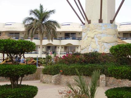 FOTKA - Okolí kolem hotelu, zahrada