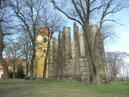 FOTKA - Panenský Týnec - K nebi se zde tyčí žebroví nedostavěného gotického chrámu