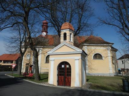 FOTKA - kaplička a kostel v Panenském Týnci