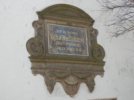 FOTKA - pamětní deska - rodný dům Václava Beneše Třebízského