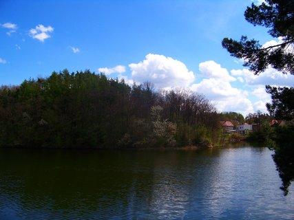 FOTKA - polední procházka 21.4.2012, u rybníka